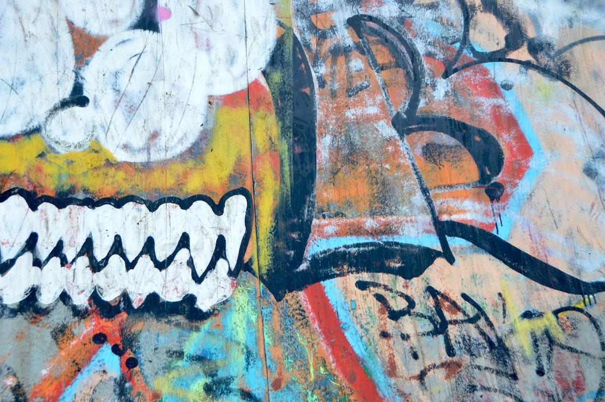 skidanje grafita sa zidova